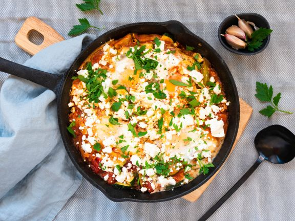 Shakshuka mit Tomaten und Zucchini